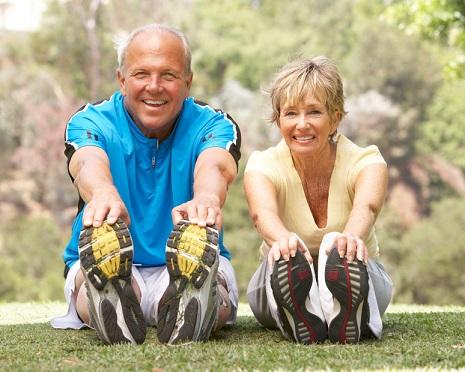 Atividades físicas diminuem os efeitos da artrose.