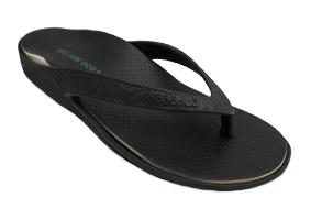 Imagem da sandália lily preta com a palmilha pés sem dor.