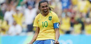 Marta, jogadora de futebol, comemorando gol