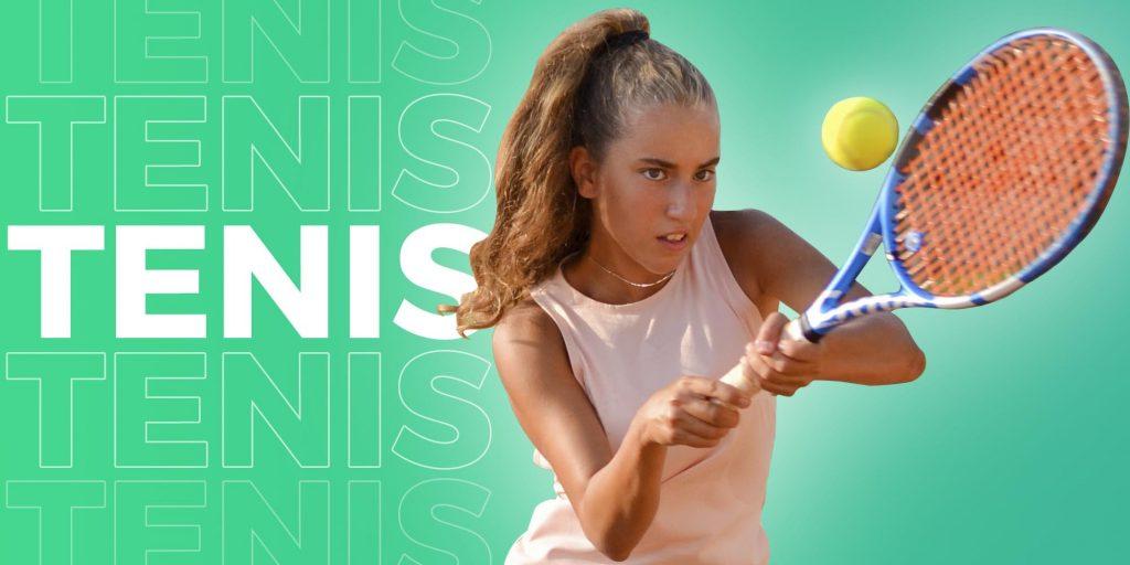 Garota jogando tênis